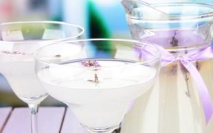RECEPT: Pripravite domači sivkin sirup in osvežilno aromatično limonado