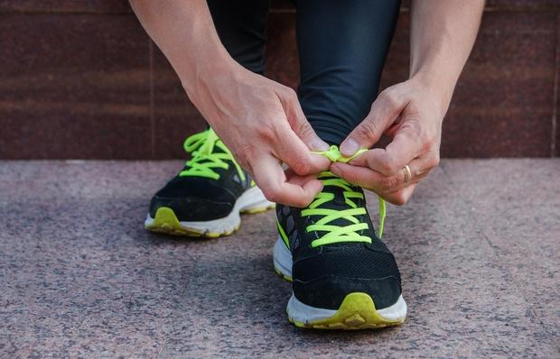 Ste v garderobi obuti ali sezuti? Ko se preoblačite, takoj obujete športne čevlje ali se okrog sprehajte bosi? Kaj pa ...