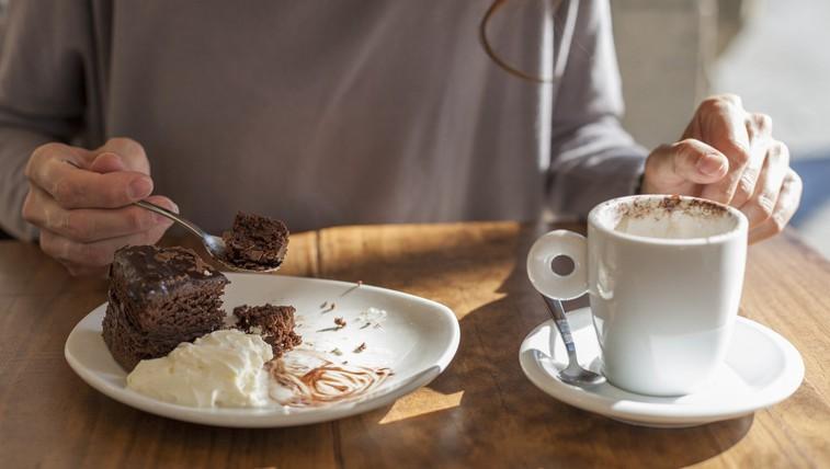 Za sladkosnede: Zdrava čokoladna torta (brez moke, masla in dodanega sladkorja) (foto: profimedia)