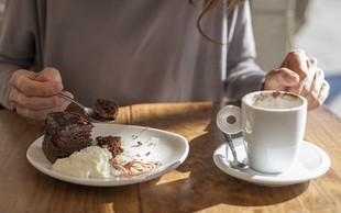 Za sladkosnede: Zdrava čokoladna torta (brez moke, masla in dodanega sladkorja)