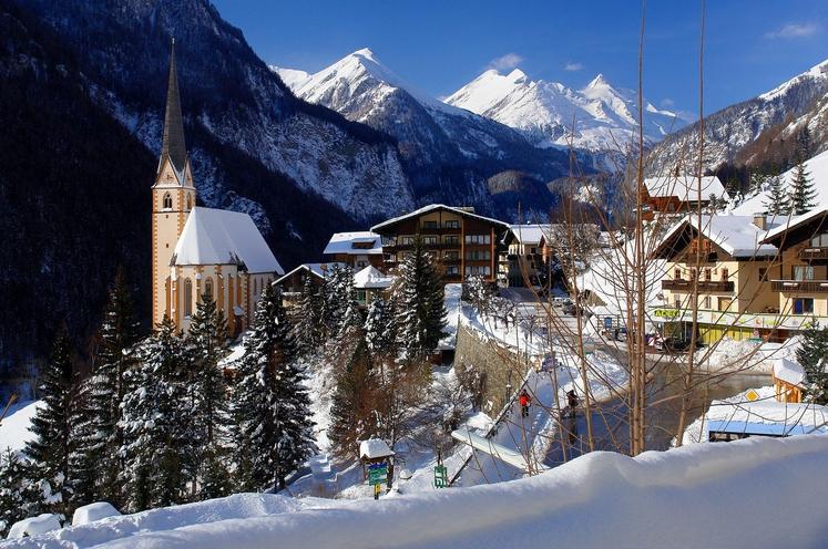 Avstrijsko vasico v osrčju narodnega parka Hohe Tauern ob vznožju Grossglocknerja oziroma Velikega Kleka, najvišjega vrha Avstrije, pod katerim je …