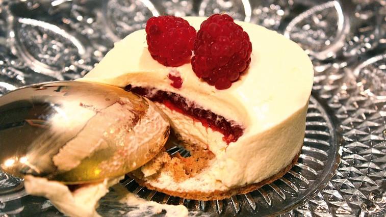 Mousse tortica z jagodno sredico (foto: osebni arhiv)