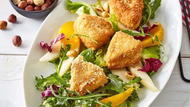 Ocvrt sir s hruško, pomarančo in solato (foto: Profimedia)