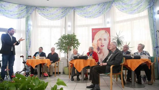Za praznik ljubezni so presenetili štiri pare v domu za starejše občane (foto: Promocijski material)