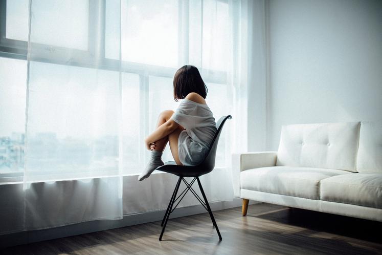 Ne prestrašite se, ko se prikrade občutek osamljenosti. Pravzaprav … Dovolite si čutiti. Velikokrat je potrebno zelo malo, da ta …