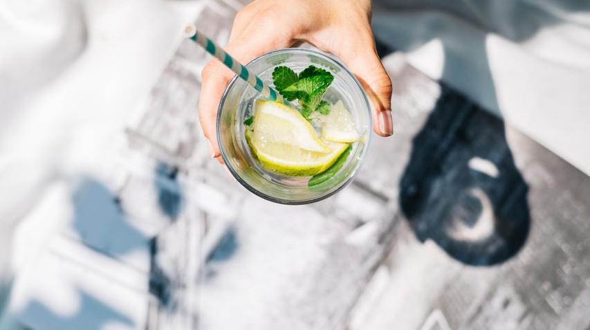 TO se v resnici zgodi z vašim telesom, če vsako jutro spijete vodo z limono (presenečeni boste!)