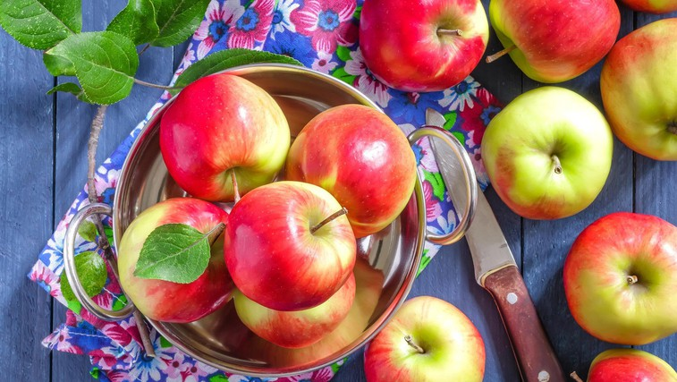 Fructalov nov jabolčni sok - narejen izključno iz slovenskih jabolk (foto: profimedia)