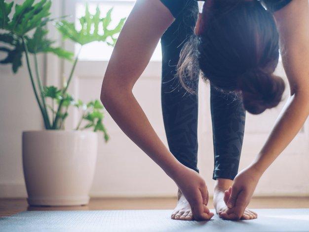 Izgorelost in stres lahko uspešno krotite tudi z antistresno jogo - Foto: profimedia