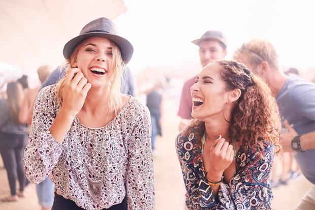 Smeh krepi imunski sistem, odganja stres, niža visok krvni pritisk in še najboljši naravni lifting je. Verjetno ste opazili tudi, …