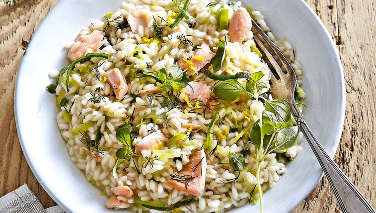 Lososova rižota z zeliščnim maslom (foto: Profimedia)
