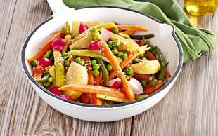 Pomladanska zelenjava z medeno-gorčično omako