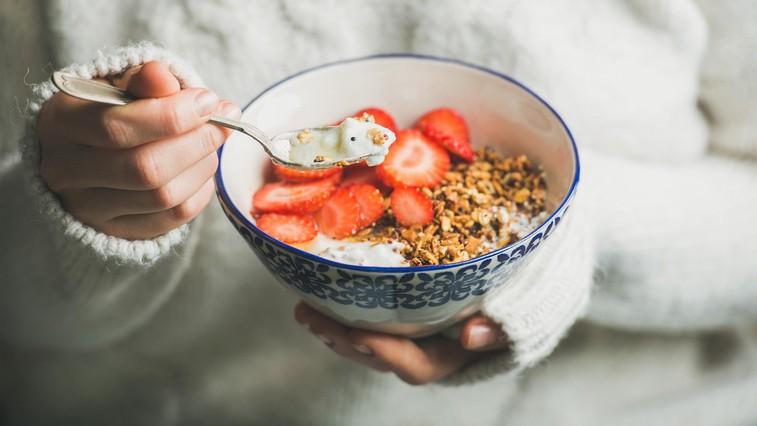 Zajtrk za prave zaspance: Ovseni kosmiči s kavo (foto: profimedia)