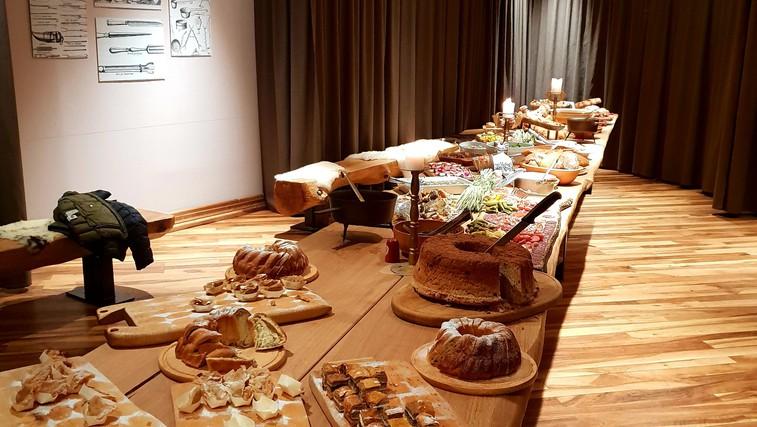Zadišalo je po pristni slovenski hrani s pridihom zgodovine - vabljeni v Gostilno pri Trubarjevi mami (foto: Nejc Pernek)