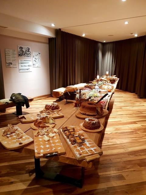 Zadišalo je po pristni slovenski hrani s pridihom zgodovine - vabljeni v Gostilno pri Trubarjevi mami