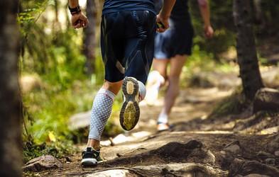 Našli smo top tekaške copate za vse, ki imate širša stopala