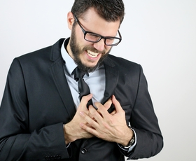 Defibrilator v vsako vas: Ker je edina naprava, ki lahko hitro in učinkovito pomaga vsakomur, ki doživi srčni zastoj