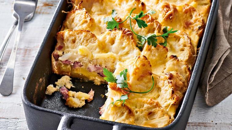 Pečena cvetača s krompirjem in prekajenim mesom (foto: Profimedia)