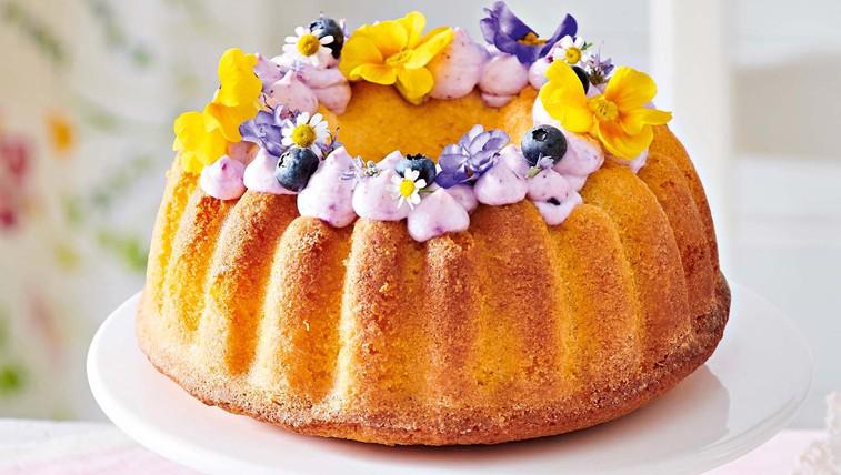 Limonova torta z borovničevo kremo (foto: Profimedia)