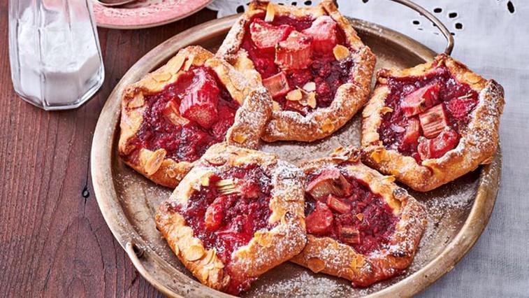 Mini pite z rabarbaro in malinami (foto: Profimedia)