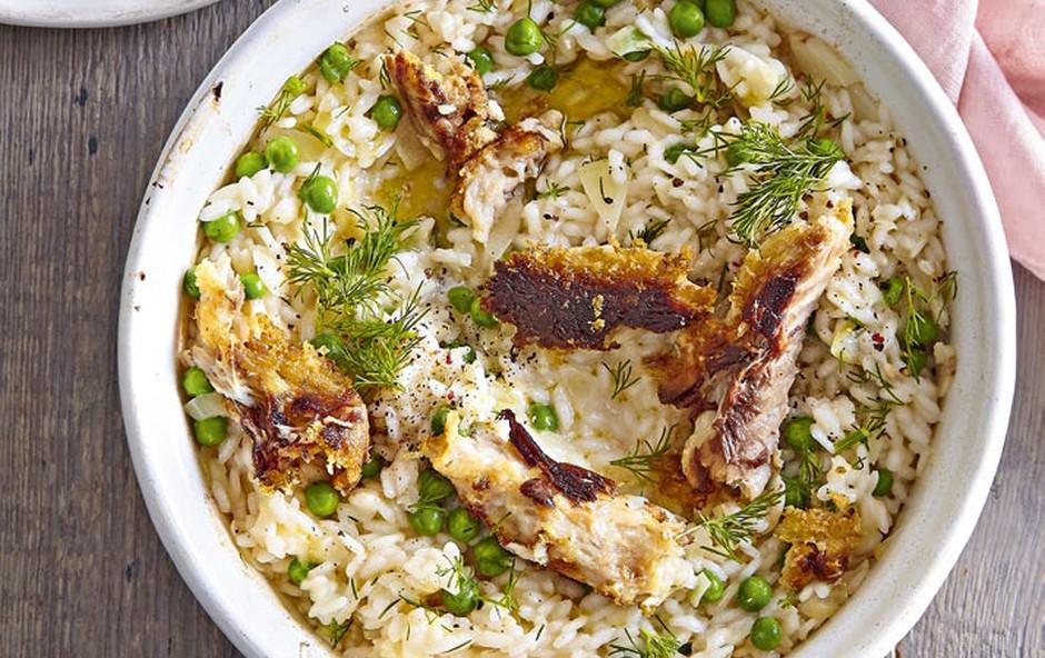 Pečena rižota z grahom in dimljeno skušo (foto: Profimedia)