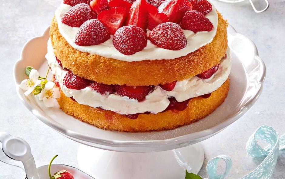Biskvitna torta z jagodami (foto: Profimedia)