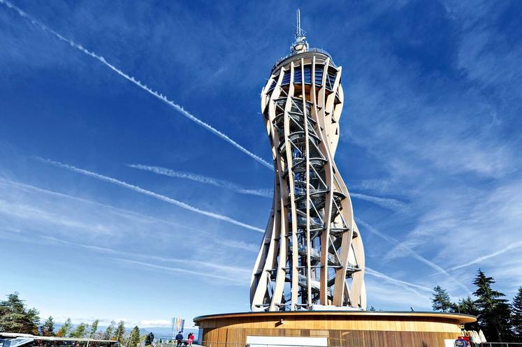 PYRAMIDENKOGEL blizu Celovca (Avstrija) Pyramidenkogel je na 851 metrov visokem istoimenskem hribu ob Vrbskem jezeru ter s 100 metri višine …