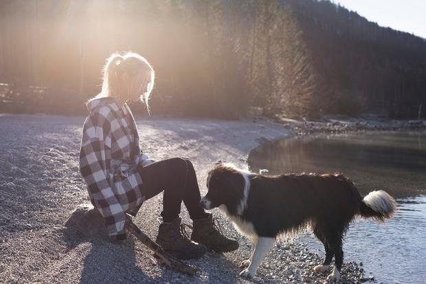 OBLIKA SPROŠČANJA Tudi če se na sprehod s psom odpravite jezni ali z veliko težavo, nazaj pridete pomirjeni (ali vsaj …