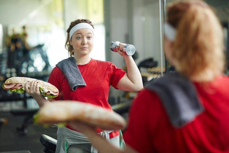 PREVEČ TELOVADBE Če boste ohranjali fizično aktivnost, s tem nikakor ne boste zgrešili. Kot pri vseh stvareh, pa lahko tudi …