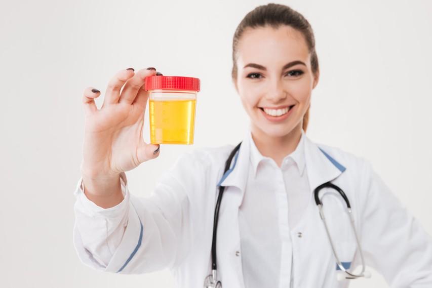 Kaj vse razkrivata barva in vonj vašega urina?