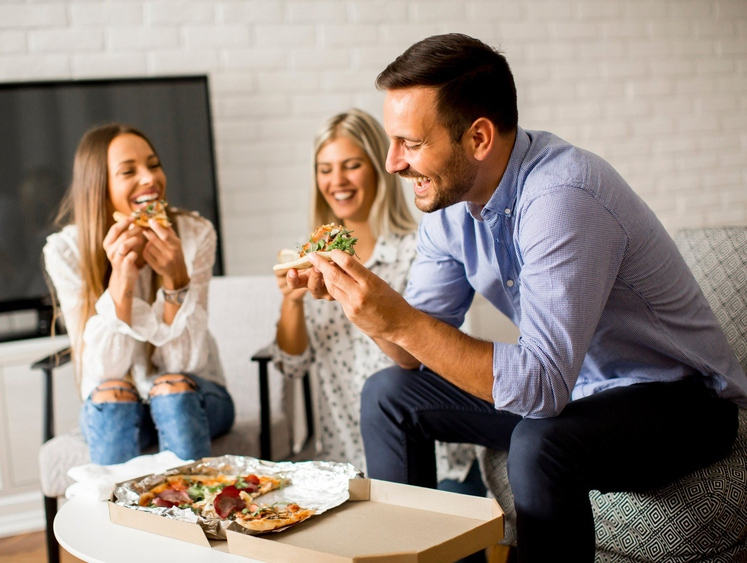 Izogibajte se prenajedanju Nižji vnos energijske vrednosti (kalorij) povezujemo z daljšim življenjem, vendar bodite pri tem zmerni. Nehajte jesti, ko …