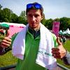 Robert Kranjec je prišel spodbujati tekačice kar z brisačo – obvezno opremo ob dnevu brisače