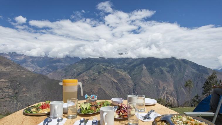 Privoščite si obrok sredi vinograda, ob jezeru ali na grajskem vrtu - tu je to mogoče (foto: profimedia)