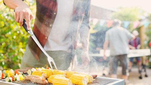 Žar mojster razkriva: Preprost trik za boljši okus jedi na žaru (foto: Profimedia)