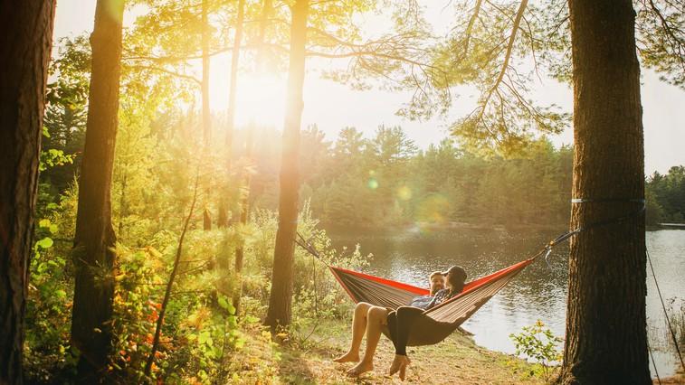 Kako se med koncem tedna kakovostno sprostiti? Tu je 5 odličnih nasvetov (foto: Esther Tuttle | Unsplash)