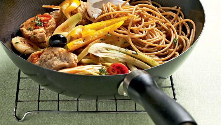 Polnozrnati špageti iz voka (foto: Profimedia)