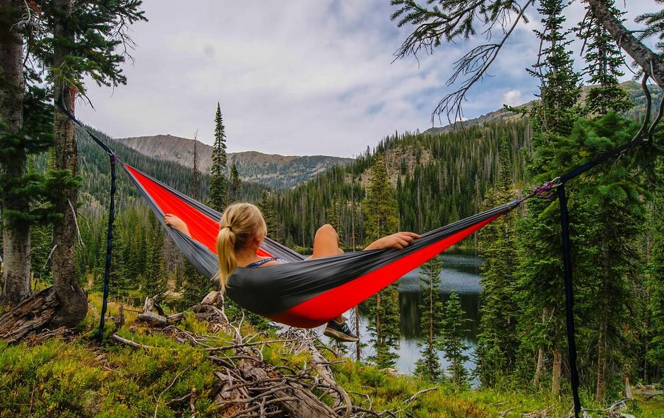 6 dobrih razlogov, zakaj bi morali čim več popoldnevov preživeti v naravi (foto: Zach Betten | Unsplash)