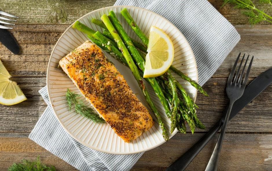 Kako se lotiti priprave lososa v ponvi? (foto: profimedia)