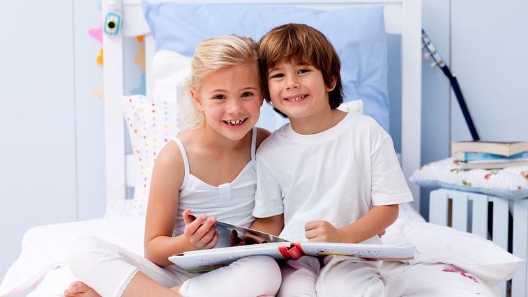 Kako otroke prepričati, da bodo poleti večkrat prijeli za knjigo? (foto: profimedia)
