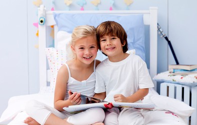Kako otroke prepričati, da bodo poleti večkrat prijeli za knjigo?