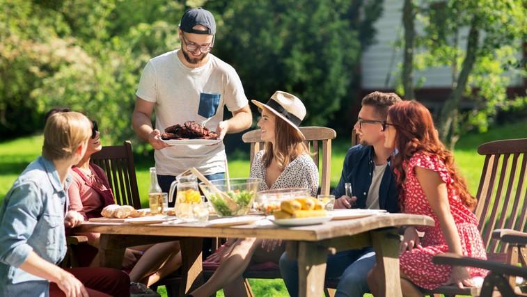 To so stvari, ki ne smejo manjkati na poletnih druženjih s prijatelji (foto: Profimedia)