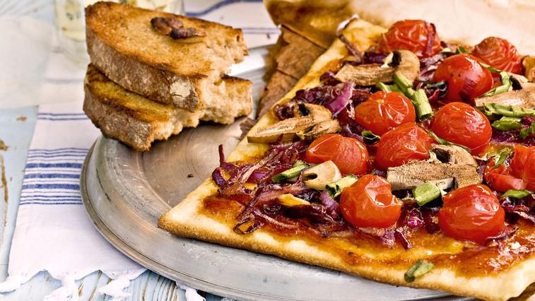Kruh lahko pečemo tudi na žaru: Tu so 3 preprosti recepti (foto: Profimedia)