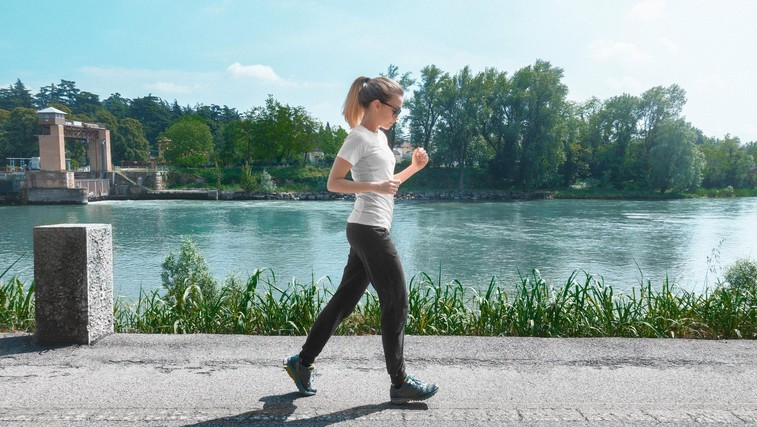 Ugodnih učinkov hoje je zares veliko (+ 12-tedenski program) (foto: profimedia)
