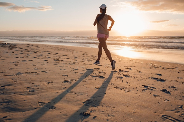 TECITE ZGODAJ ZJUTRAJ V zgodnjih jutranjih urah so poletne temperature običajno najnižje, zato se za optimalne pogoje budilko splača nastaviti …