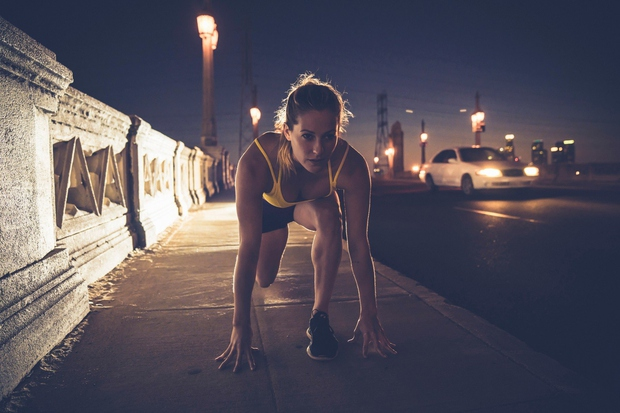 … ALI POZNO ZVEČER Vsi tekači niso tudi jutranji tipi ljudi, zato lahko počakate do ure, ko sonce prične zahajati. …