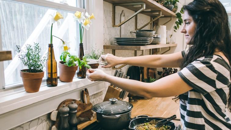 9 odličnih živil, ki lahko pomagajo pri hormonskem neravnovesju (foto: Tina Dawson | Unsplash)