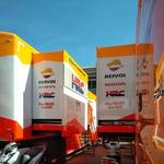 Ogromni tovornjaki dirkaškega moštva Honde, ki so še pred tednom dni krasili 'paddock' v Brnu. (foto: Osebni arhiv)