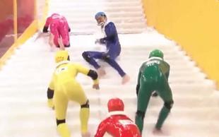 Prvo svetovno prvenstvo v hoji po spolzkih stopnicah (video)