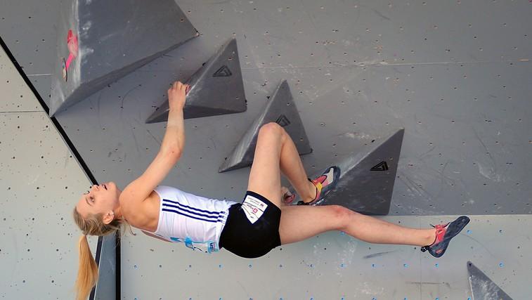 Janja Garnbret ob 9:45 v finalu balvanskega plezanja na SP v Hačiodžiju (foto: Profimedia)