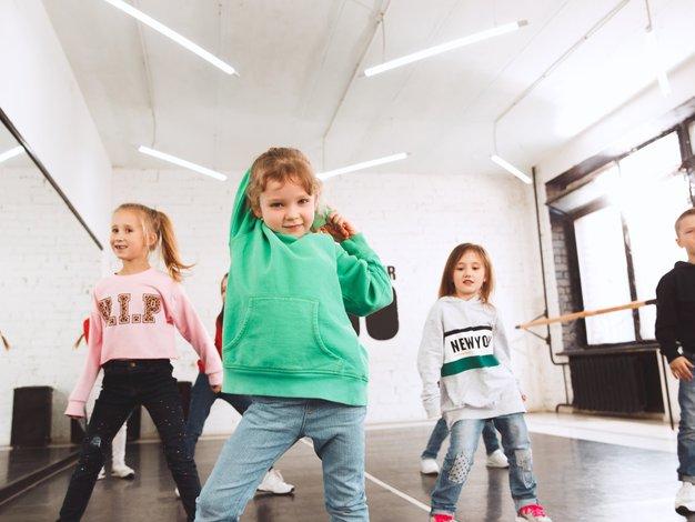 Pri izbiri izvenšolske dejavnosti za otroka upoštevajte predvsem njegove želje - Foto: Profimedia