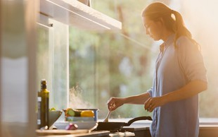 6 receptov za topel obrok, ki jih lahko pripravite v 15 minutah